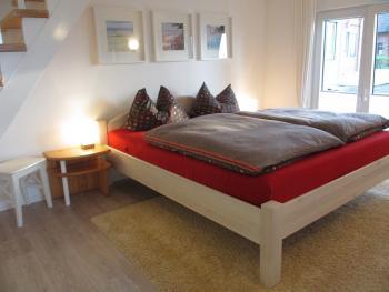 Helles gemütliches Schlafzimmer im Erdgeschoss