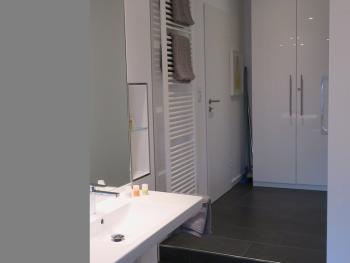 Moderne Ausstattung - Design-Waschtisch, Handtuchwärmer